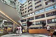 Nederland, Arnhem, 3-7-2006Het Atrium, hal en binnenplaats, van het Rijnstate ziekenhuis.Foto: Flip Franssen