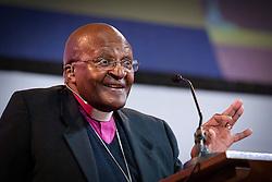 Der Friedensnobelpreisträger Desmond Tutu bei der Kinder Friedens-Preisverleihung in Den Haag<br /> <br />  / 181114 <br /> <br /> ***Desmond Tutu attend the 10th international Childrens peace award of Kidsright at the Hall of Knights in The Hague, November 18, 2014 ***