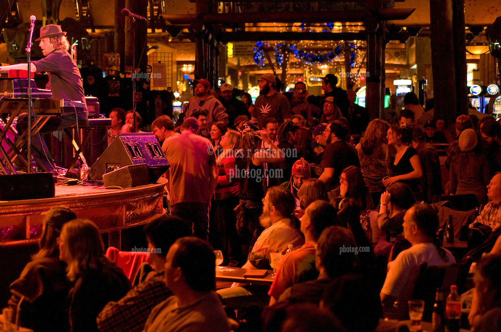 Matt Hubard on Stage and the Audience of the Wolfs Den. 7 Walkers in Concert at The Mohegan Sun Casino on December 9, 2010