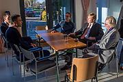 Koning Willem-Alexander tijdens het bezoek aan Coöperatie Warmtenet Oost-Wageningen. De koning bezoekt het project in het kader van de Samen Doen #krachtvansamen, dat burgerinitiatieven stimuleert. <br /> <br /> King Willem-Alexander during the visit to Coöperatie Warmtenet Oost-Wageningen. The king visits the project in the context of the Samen Doen #krachtvansamen, which stimulates citizens' initiatives.