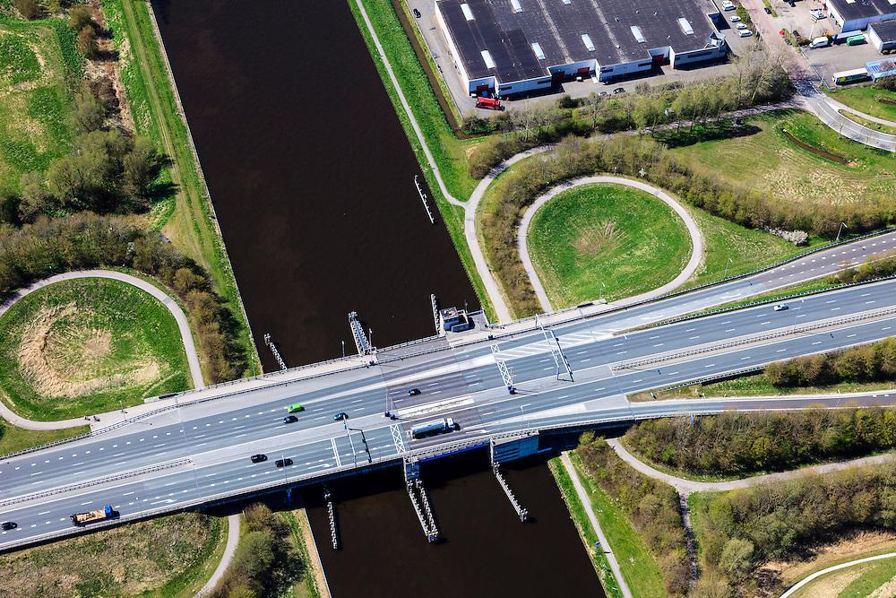 Nederland, Groningen, Gemeente Groningen, 01-05-2013; Oosterhogebrug, provincialeweg N46 loopt via de brug over het Eemskanaal.<br /> Bridge crossing Eemskanaa (channel)l in Groningen.<br /> luchtfoto (toeslag op standard tarieven)<br /> aerial photo (additional fee required)<br /> copyright foto/photo Siebe Swart