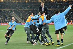 02.07.2010, Soccer City Stadium, Johannesburg, RSA, FIFA WM 2010, Viertelfinale, Uruguay (URU) vs Ghana (GHA) im Bild Uruguay jubelt, EXPA Pictures © 2010, PhotoCredit: EXPA/ InsideFoto/ Perottino, ATTENTION! FOR AUSTRIA AND SLOVENIA ONLY!