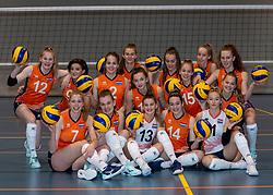 24-12-2019 NED: Photoshoot selection of Orange Youth Girls, Arnhem<br /> Orange Youth Girls 2019 - 2020 / Sanne Konijnenberg #2, Nog de Vos #3, Marije ten Brinke #6, Sanne Wagener #7, Silke Bos #8, Dagmar Mourits #9, Joanne Brilhuis #10, Emily Silderhuis #11, Tess Leemreize #12, Pippa Molenaar #13, Nicole van de Vosse #14, Marit Zander #15, Marlijn Stelwagen #16, Sabine de Groot #17