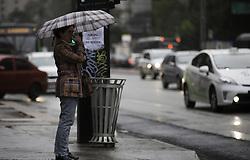 August 1, 2018 - SãO Paulo, Brazil - SÃO PAULO, SP - 01.08.2018: AGOSTO COMEÇA COM CHUVA EM SÃO PAULO - People protect themselves from the rain and cold that returned to São Paulo after record periods of low humidity. In Paulista Avenue, central region of the city, this Wednesday morning (01) (Credit Image: © Bruno Rocha/Fotoarena via ZUMA Press)