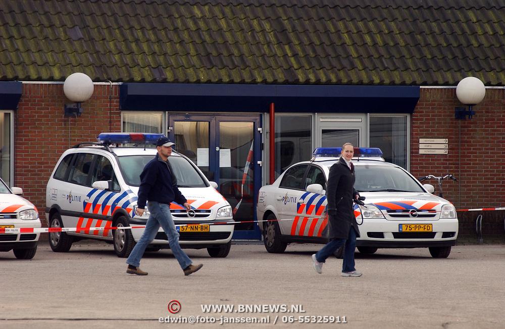 Verdacht poeder gevonden Krib 13 Huizen, politieburo en wagens afgesloten