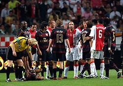04-08-2007 VOETBAL: LG AMSTERDAM TOURNAMENT: AJAX - ARSENAL: AMSTERDAM<br /> Ajax verliest met 1-0 van Arsenal / Opstootje met Heitinga, Hleb, Kennedy, Maduro en Denilson<br /> ©2007-WWW.FOTOHOOGENDOORN.NL
