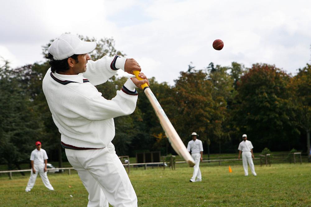 September 29th 2007. Bagatelle, Paris, France..Francilien Cricket Club's players practice in Bagatelle...