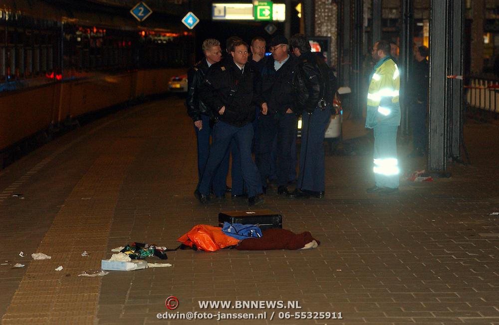 Persoon onder trein geduwd station Naarden Bussum