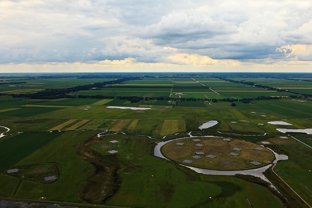 Nederland, Drenthe, Gemeente Borger-Odoorn, 30-06-2011; LOFAR (Low Frequency Array - lage frequentie telescoop), ten noorden van Exloo. Centrale gedeelte van de radiotelescoop. De gehele radiotelescoop bestaande uit vele duizenden aan elkaar gekoppelde antennes welke staan op de grijze tegels. Deze antennes bevinden zich op andere locaties, het geheel wordt beheerd door ASTRON. In het kader van het natuurbeheer zijn de oude meanders van het Achterste Diep hersteld. .LOFAR (Low Frequency Array - Low Frequency telescope), north of Exloo. Central portion of the radio telescope..The entire radio telescope consists of thousands of interconnected antennas, the antennas are located on different sites, all operated by ASTRON..luchtfoto (toeslag), aerial photo (additional fee required).copyright foto/photo Siebe Swart