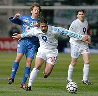 Fotball<br /> Bastia v Olympique Marseille<br /> 7. mars 2004<br /> Foto: Digitalsport<br /> Norway Only<br /> <br /> MIDO (OM) / BENOIT CAUET (BAS) *** Local Caption *** 40001073