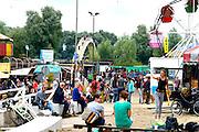 Nederland, The Netherlands, 16-7-2016Recreatie, ontspanning, cultuur, dans, theater en muziek in de binnenstad. Onlosmakelijk met de vierdaagse, 4daagse, zijn in Nijmegen de vierdaagse feesten, de zomerfeesten. Talrijke podia staat een keur aan artiesten, voor elk wat wils. Een week lang elke avond komen ruim honderdduizend bezoekers naar de stad. De politie heeft inmiddels grote ervaring met het spreiden van de mensen, het zgn. crowd control. De vierdaagsefeesten zijn het grootste evenement van Nederland en verbonden met de wandelvierdaagse.Foto: Flip Franssen