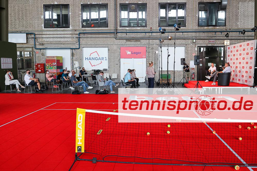 ", PK ""Tennis-für-alle""- Hangar 1, Berlin, Tentaja im Hangar 1 in Tempelhof, 15.09.2020, Foto: Claudio Gärtner"