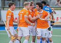 UTRECHT - Arthur van Doren (Bldaal) heeft de stand op 2-2 gebracht en deelt het met Jasper Brinkman (Bldaal) , Wouter Jolie (Bldaal) , Casper van der Veen (Bldaal) ,Jorrit Croon (Bldaal) ,  tijdens de 1e finale wedstrijd van de play offs om het landskampioenschap hockey , Kampong-Bloemendaal (2-2). Bloemendaal wint na shoot-outs. COPYRIGHT KOEN SUYK