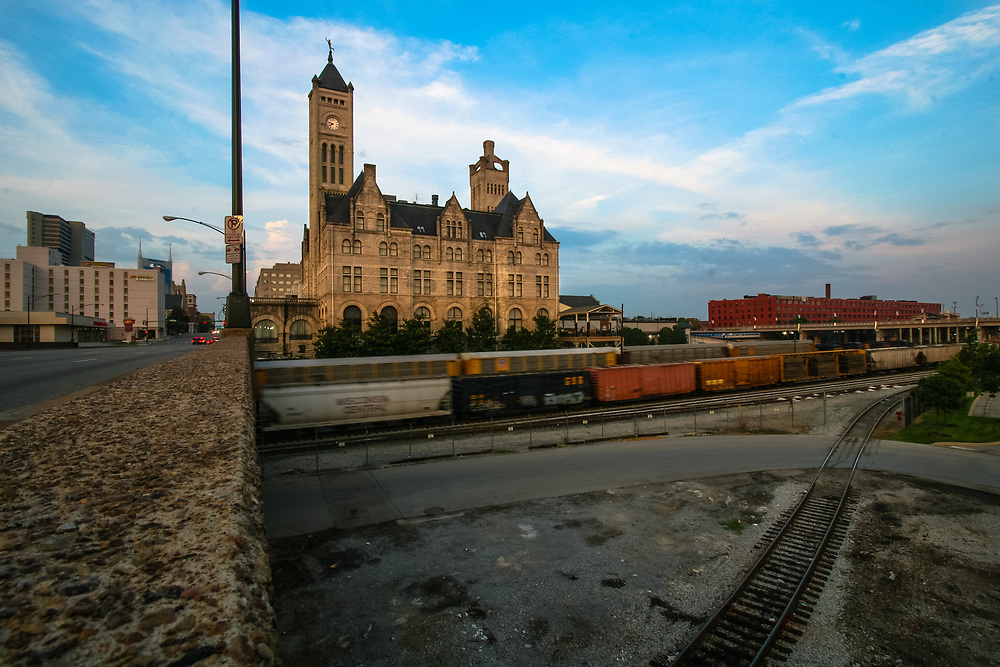 The Union Station Hotel in Nashville, Tennesssee  started as railway station on 1900 and was transformed into hotel on 1986. During railroading's glory years, the station was visited by President Franklin D. Roosevelt , Senator Huey Long, movie starlet Mae West and Mafia kingpin Al Capone - who was escorted through here on his way to Alcatraz.