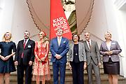 Zijne Majesteit Koning Willem-Alexander en Hare Majesteit Koningin Máxima brengen een werkbezoek aan de Duitse deelstaten Rijnland-Palts en Saarland.<br /> <br /> His Majesty King Willem-Alexander and Her Majesty Queen Máxima paid a working visit to the German federal states of Rhineland-Palatinate and Saarland.<br /> <br /> op de foto / On the Photo: Tentoonstelling 200e geboortedag Karl Marx in het Rheinisches Landesmuseum / Exhibition Karl Marx's 200th birthday at the Rheinisches Landesmuseum