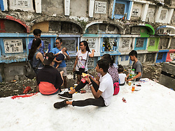 November 1, 2018 - Manila, Philippines - Sometimes, All Saints Day in the Philippines serves as a family reunion for Filipino families..Millions of Filipinos flock to cemeteries across the country to visit their departed love ones. Paying their respects to loved ones who have died. It's Filipino tradition and culture. (Credit Image: © Josefiel Rivera/SOPA Images via ZUMA Wire)