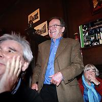 """Nederland, Amsterdam , 3 maart 2010.. lijsttrekker Pitt Treumann van de Amsterdamse Partij """"Red Amsterdam"""" in cafe Reijnders op het Leidse Plein tijdens de avond van de Gemeentelijke Verkiezingsuitslagen.Foto:Jean-Pierre Jans"""