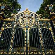 Gate outside Buckingham Palace
