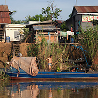 One of the best boat journey i made in Cambodia was the trip across the large Tonle Sap lake and its connecting river systems to Battambang and Siem Reap. Compared to this tour, the touristic boat trips to the floating villages i made, were short, expensive and ... very touristic.