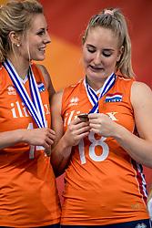 01-10-2017 AZE: Final CEV European Volleyball Nederland - Servie, Baku<br /> Nederland verliest opnieuw de finale op een EK. Servië was met 3-1 te sterk / Laura Dijkema #14 of Netherlands, Marrit Jasper #18 of Netherlands