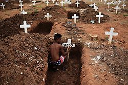 November 2, 2018 - Rio De Janeiro, RIO DE JANEIRO, BRAZIL - November 2, 2018 - Rio de Janeiro, RIO DE JANEIRO, BRAZIL: Boy cleaning graves in the Caju Cemetery, North Zone of the city. During the day of the dead. Fabio Teixeira / ZUMA Wire) (Credit Image: © Fabio Teixeira/ZUMA Wire)
