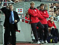 Fotball<br /> VM-kvalifisering<br /> Norge v Hviterussland<br /> Ullevaal stadion<br /> 8. september 2004<br /> Foto: Digitalsport<br /> Åge Hareide og Stig Inge Bjørnebye, Norge