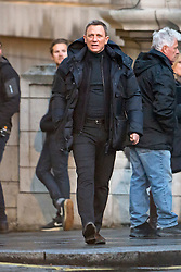 """© Licensed to London News Pictures. 31/05/2015. London, UK. . Filming for the new James Bond film """"Spector"""" with Daniel Craig at night around Trafalgar Square in Westminster, London . Photo credit: Ben Cawthra/LNP"""