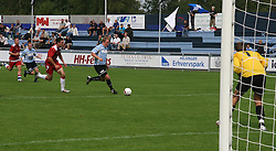 FODBOLD: Anders Henriksen (Helsingør) forsøger at komme fri af Martin Bruhn (Allerød) under kampen i Danmarksserien, pulje 1, mellem Elite 3000 Helsingør og Allerød FK den 7. september 2008 på Helsingør Stadion. Foto: Claus Birch