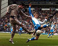 Fotball<br /> FA-cup 2005<br /> 5. runde<br /> Blackburn v Leicester<br /> 13. mars 2005<br /> Foto: Digitalsport<br /> NORWAY ONLY<br /> MORTEN GAMST PEDERSEN (BLACKBURN)<br /> KEITH GILLESPIE (LEICESTER)