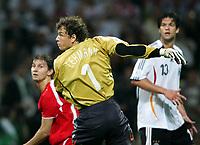 v.l. Ebi Smolarek, Jens Lehmann springt vorbei, Michael Ballack<br /> Fussball WM 2006 Deutschland - Polen<br /> Tyskland - Polen<br /> Norway only
