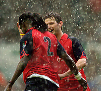 Fotball<br /> England 2004/2005<br /> Foto: SBI/Digitalsport<br /> NORWAY ONLY<br /> <br /> Lucas Radebe Testimonial, Leeds United XI v International XI, 02/05/2005.<br /> <br /> Eirik Bakke (R) congratulates Mario Melchiot on his goal.