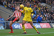 Sunderland midfielder Max Power (27) battles with Oxford United defender Curtis Nelson (5) during the EFL Sky Bet League 1 match between Oxford United and Sunderland at the Kassam Stadium, Oxford, England on 9 February 2019.