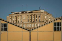 Vista para o edifício Palácio do Comércio, sede da FEDERASUL, junto ao Cais Mauá, na zona portuária de Porto Alegre. A área, composta por 16 armazéns e 3 docas em uma extensão de 3.240m de comprimento, é administrada pela Superintendência de Portos e Hidrovias (SPH) e está arrendada para um polêmico projeto de revitalização que prevê mais de 181 mil m² dedicados a cultura, lazer, gastronomia, turismo, negócios e eventos. O Pórtico Central e seu armazéns portuários são tombados pelo Instituto do Patrimônio Histórico e Artístico Nacional (IPHAN). FOTO: Gustavo Roth / Agência Preview