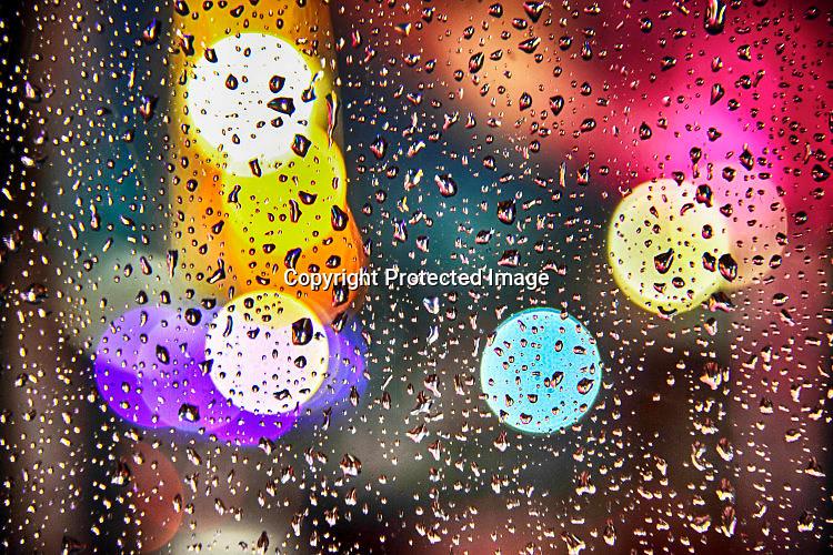 Nederland, Ubbergen, 16-7-2015Regendruppels, waterdruppels tegen een raam tijdens een hevige regenbuiFOTO: FLIP FRANSSEN/ HH