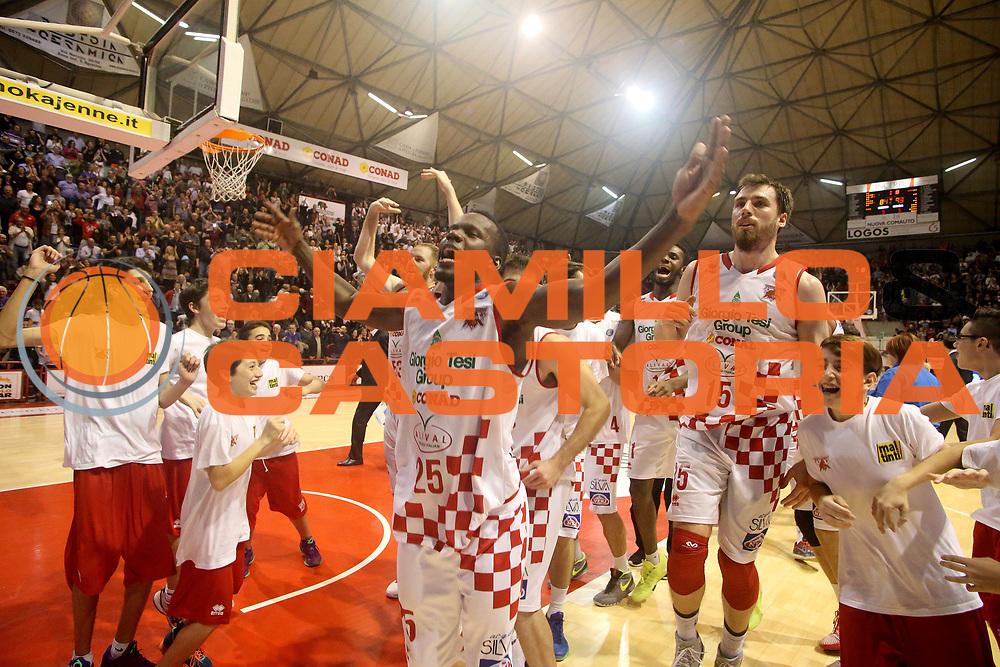 DESCRIZIONE : Campionato 2015/16 Giorgio Tesi Group Pistoia - Pasta Reggia Caserta<br /> GIOCATORE : Team Pistoia<br /> CATEGORIA : Esultanza<br /> SQUADRA : Giorgio Tesi Group Pistoia<br /> EVENTO : LegaBasket Serie A Beko 2015/2016<br /> GARA : Giorgio Tesi Group Pistoia - Pasta Reggia Caserta<br /> DATA : 15/11/2015<br /> SPORT : Pallacanestro <br /> AUTORE : Agenzia Ciamillo-Castoria/S.D'Errico<br /> Galleria : LegaBasket Serie A Beko 2015/2016<br /> Fotonotizia : Campionato 2015/16 Giorgio Tesi Group Pistoia - Pasta Reggia Caserta<br /> Predefinita :