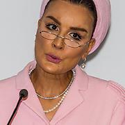 NLD/Den Haag//20170519 - Koningin Maxima en Hare Hoogheid Sheikha Moza bint Nasser uit Qatar bij seminar over bescherming onderwijs in conflictsituaties, Hare Hoogheid Sheikha Moza bint Nasser