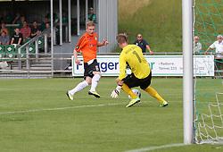 Rasmus Pryts (Avarta) redder afslutning fra Kasper Kristensen (FC Helsingør) under kampen i 2. Division Øst mellem Boldklubben Avarta og FC Helsingør den 19. august 2012 i Espelunden. (Foto: Claus Birch).