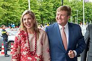 Koning Willem-Alexander en koningin Maxima komen aan bij de openingswedstrijd van WEURO2017, het EK voetbal vrouwen gehouden in de Stadion Galgenwaard Utrecht<br /> <br /> King Willem-Alexander and Queen Maxima attend the opening contest of WEURO2017, the EK soccer women held in the Stadium Galgenwaard Utrecht