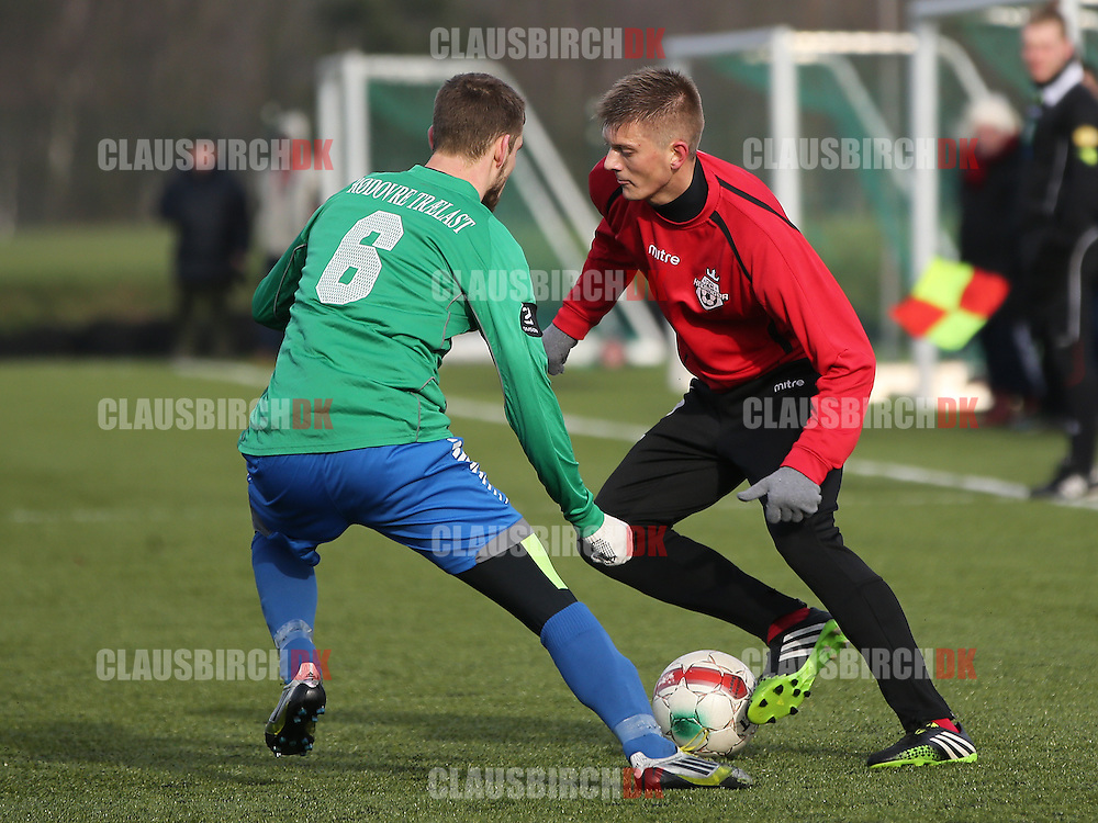 Jannik Zimling (FC Helsingør) udfordrer Kaspar Christiansen (Avarta).