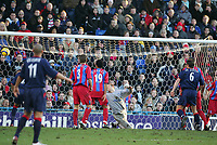 THE GOAL THAT BEAT PALACE SCORED BY LINVOY PRIMUS-BARCLAYS PREMIERSHIP-CRYSTAL PALACE V PORTSMOUTH-26DEC2004-COLORSPORT/KIERAN GALVIN