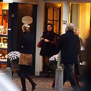 Liz Snoyink winkelend in Laren