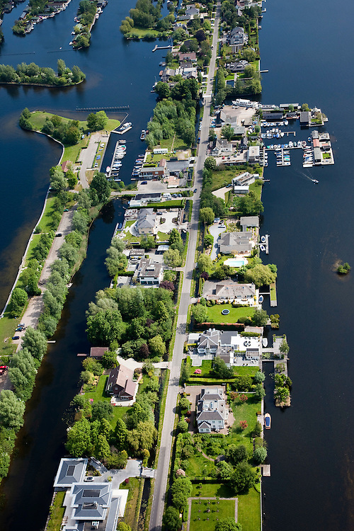 Nederland, Utrecht, Gemeente Abcoude, 25-05-2010; Vinkeveensche Plassen met villa's, jachthaven en bootjes.luchtfoto (toeslag), aerial photo (additional fee required).foto/photo Siebe Swart