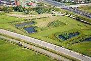 Nederland, Zuid-Holland, Sliedrecht, 28-06-2006; luchtfoto ; Wijngaarden: na de aanleg van de Betuweroute, is er een restgebied tussen de goederenspoorlijn en de nabijgelegen autosnelweg A15 (rechtsboven); dit gebied, ook aangeduid als overhoeks; wordt opnieuw ingericht; landschapsarchitectuur, landschapsontwerp, ontwerp.Betuwelijn, landschap, milieu, transport, verkeer en vervoer, vrachtvervoer, logistiek, infrastructuur, mobiliteit, landschap, planologie; .luchtfoto (toeslag); aerial photo (additional fee required); .foto Siebe Swart / photo Siebe Swart