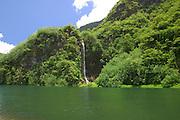 Papenoo Valley, waterfall, Tahiti, French Polynesia<br />