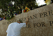 Mourners show their respect at the Ronald Reagan Presidential Library in Simi Valley after the 40th President passed away at his Bel Air home Saturday June 5, 2004.