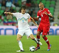 Fotball<br /> VM-kvalifisering<br /> 07.09.2012<br /> Slovenia v Sveits<br /> Foto: Gepa/Digitalsport<br /> NORWAY ONLY<br /> <br /> FIFA Weltmeisterschaft 2014 in Brasilien, Qualifikation, Laenderspiel, Slowenien vs Schweiz. Bild zeigt Bostjan Cesar (SLO) und Eren Derdiyok (SUI).