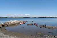 Short break somewhere in Oslofjorden - kajakkpadler har en pause et sted i Oslofjorden