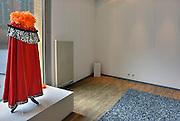 Nederland, Nijmegen, 29-4-2013In de etalage van de bibliotheek staat een rode hermelijnen mantel en oranje boa als symbool voor de troonswisseling en kroning van morgen, 30 april 2013.Foto: Flip Franssen/Hollandse Hoogte