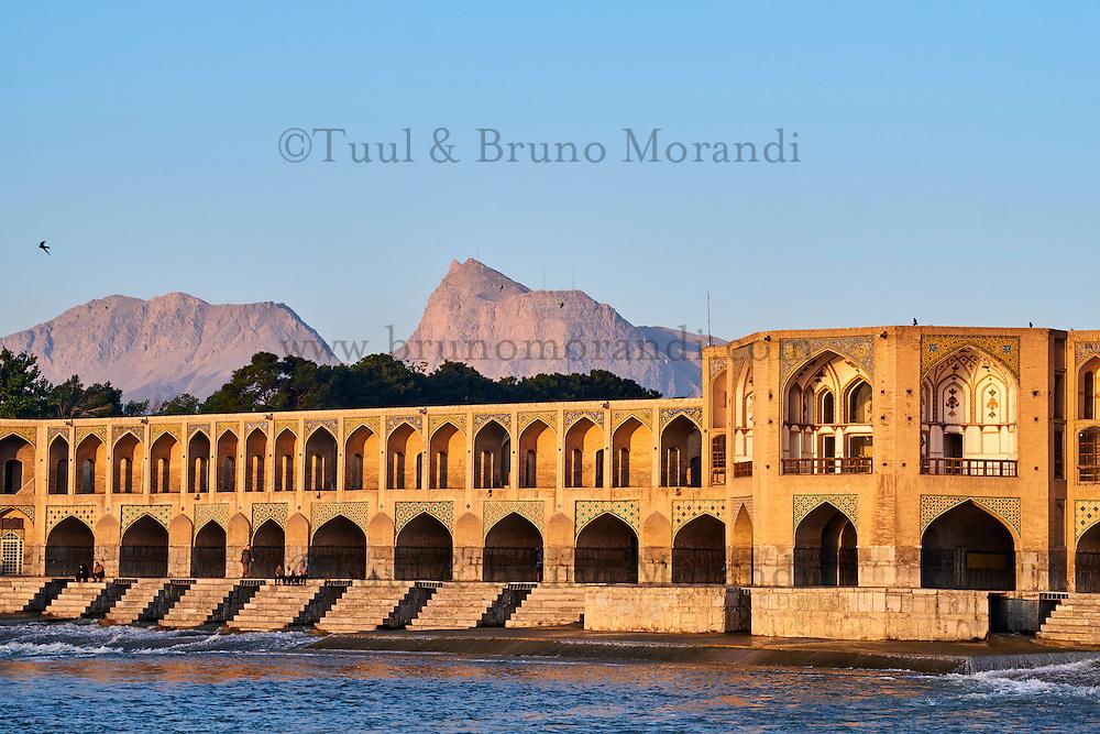 Iran, province d'Ispahan, Ispahan, Pont Khaju sur la rivière Zayandeh // Iran, Isfahan, Khaju bridge on the river Zayandeh