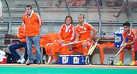 ROTTERDAM - HOCKEY - Paul van Ass (l) bij de bank  tijdens de wedstrijd tussen de mannen bvan Nederland en Nieuw Zeeland (3-3)  bij de Rabobank Hockey World League in Rotterdam. ANP KOEN SUYK